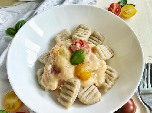 Semolina gnocchi in coconut sauce with tomatoes